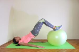 Glute Bridge swiss ball